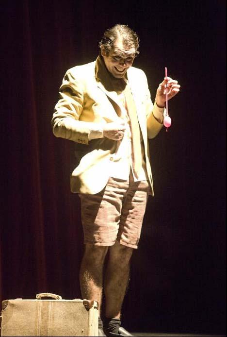 Magia en el teatro de la laboral adri n conde for Teatro de la laboral