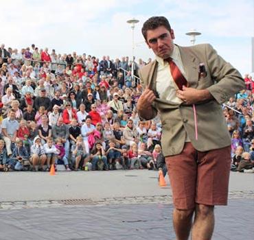 espectáculos de magia para calle de Adrián Conde