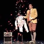 Adrían Conde en un espectáculo de magia para teatro