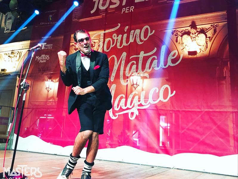 Un mago para fiestas con mucho frío en el Magic Masters de Turin